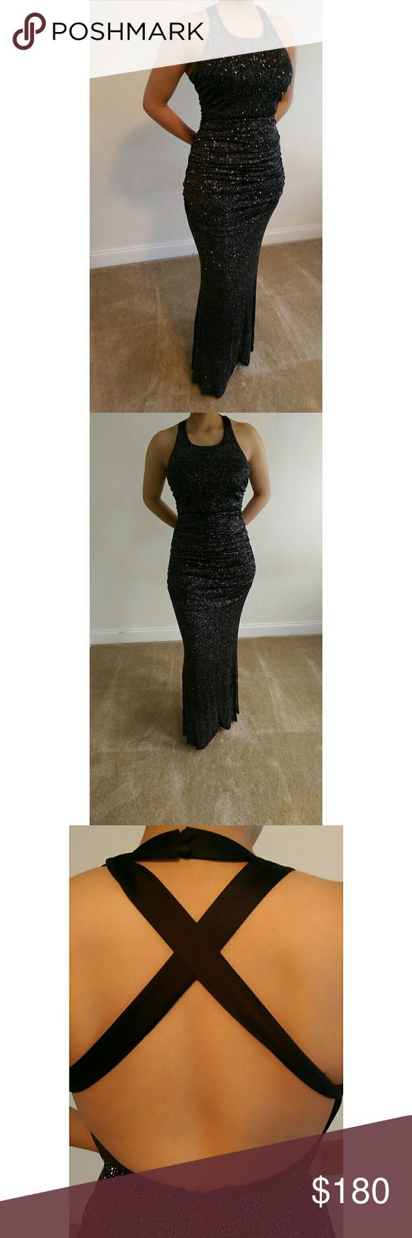Sparkling Gown Sparkling Gown. Black + Stretch. Hugs your curves. Fits sizes 8/ 10 and 11. For questions and concerns pls comment. More information available apon request Dresses