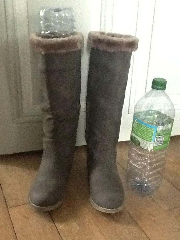 Truc économique pour que les bottes se tiennent droite : garder vos bouteilles d'eau en plastique : simple & économique