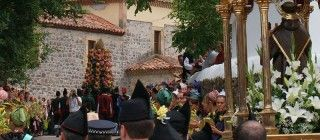 En los días previos al 13, se respira el ambiente festivo en toda la zona y comienzan las celebraciones con la tradicional hoguera conocida como quema del rozu. En el día grande de las fiestas, la población de Cangas se vuelca con la festividad y luce sus trajes típicos de la cultura de Cangas.