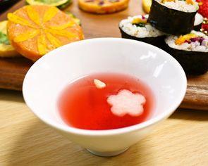 梨と五味子のお茶五味子:口の渇きを癒し、咳を鎮める。梨:のどの乾燥や熱を鎮める。