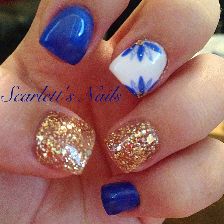 Cobalt blue gold glitter and white daisy floral spring summer gel nails #scarlettsnails