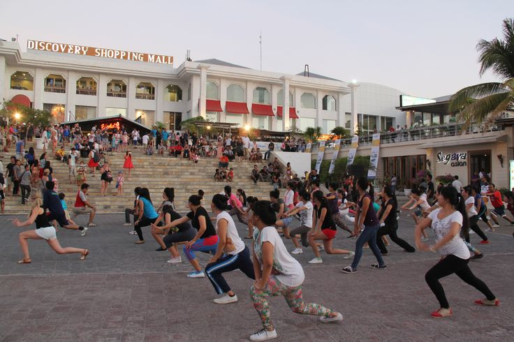 """Yang pengen tambah sehat dan bugar, ga usah jauh2 datang aja ke Discovery Shopping Mall """" Bali's World Premier Baech Mall """" Kuta - Bali. We have """" Sunset Aerobic """" every Wednesday and Friday in Oct'14. 5.30pm - 6.30pm @ ampitheater.. Don't Miss it.!! And don't forget, FREE....!!!"""