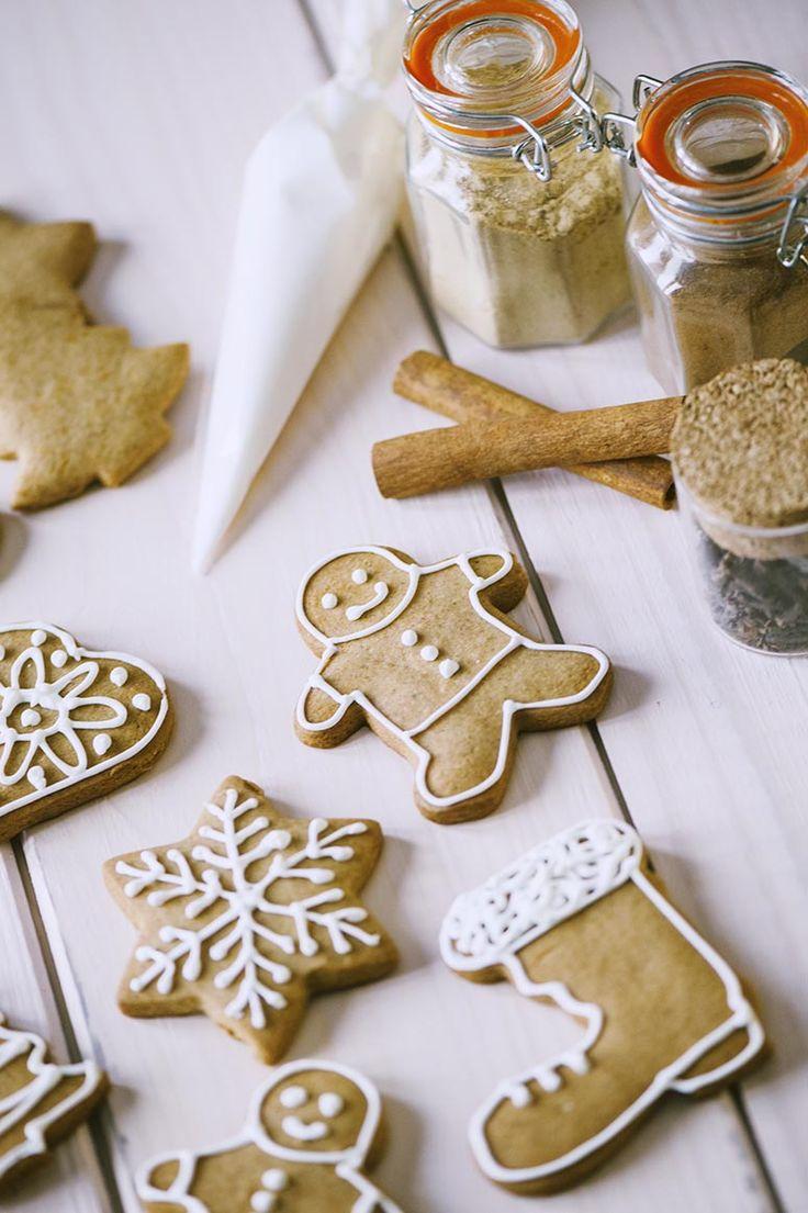 Che emozione: è arrivato quel periodo dell'anno in cui amo riempire la casa di biscotti. Conosci i natalizi biscotti pan di zenzero? Ecco come li faccio io!