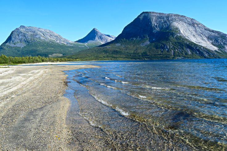 Walking on the beach by Kobbvatnet during summer