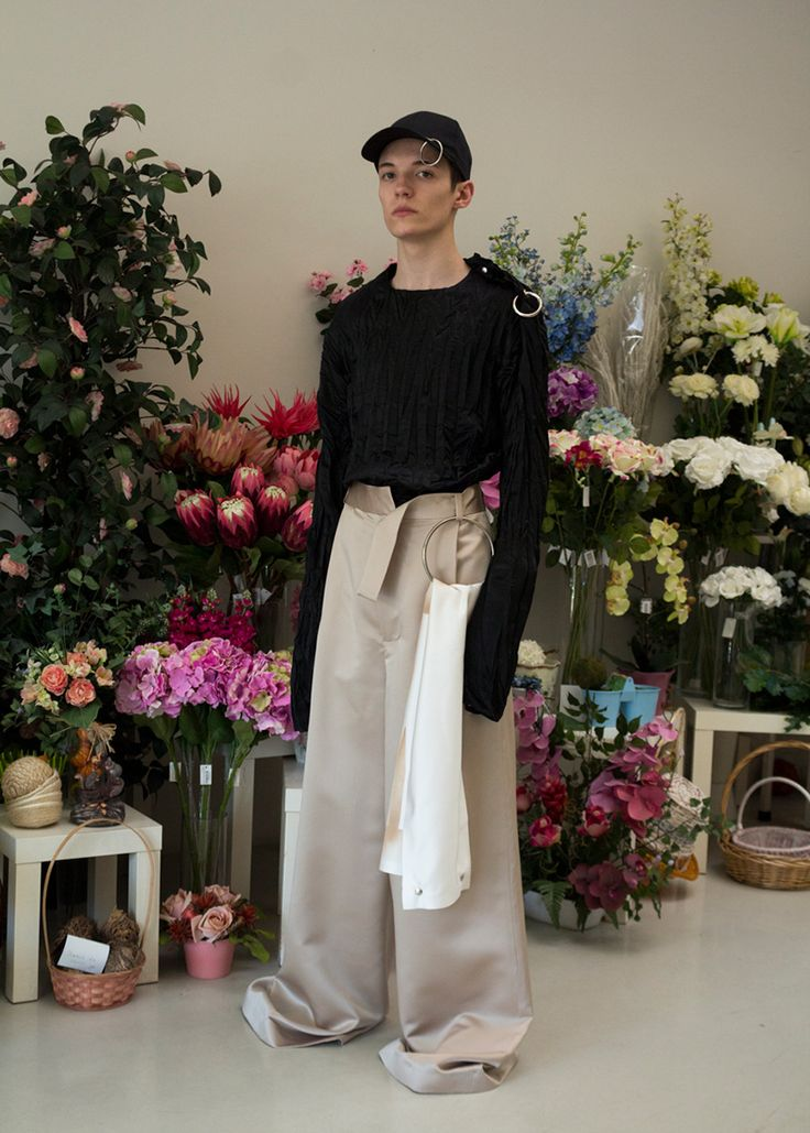 KLAR presents their SS17 collection where common pieces are reutilised as a unique platform for the presentation of new shapes,enhancing the already iconic KLAR signature. The collection is unapologetically oversized,raising memories of a child trying on adult clothes.... »