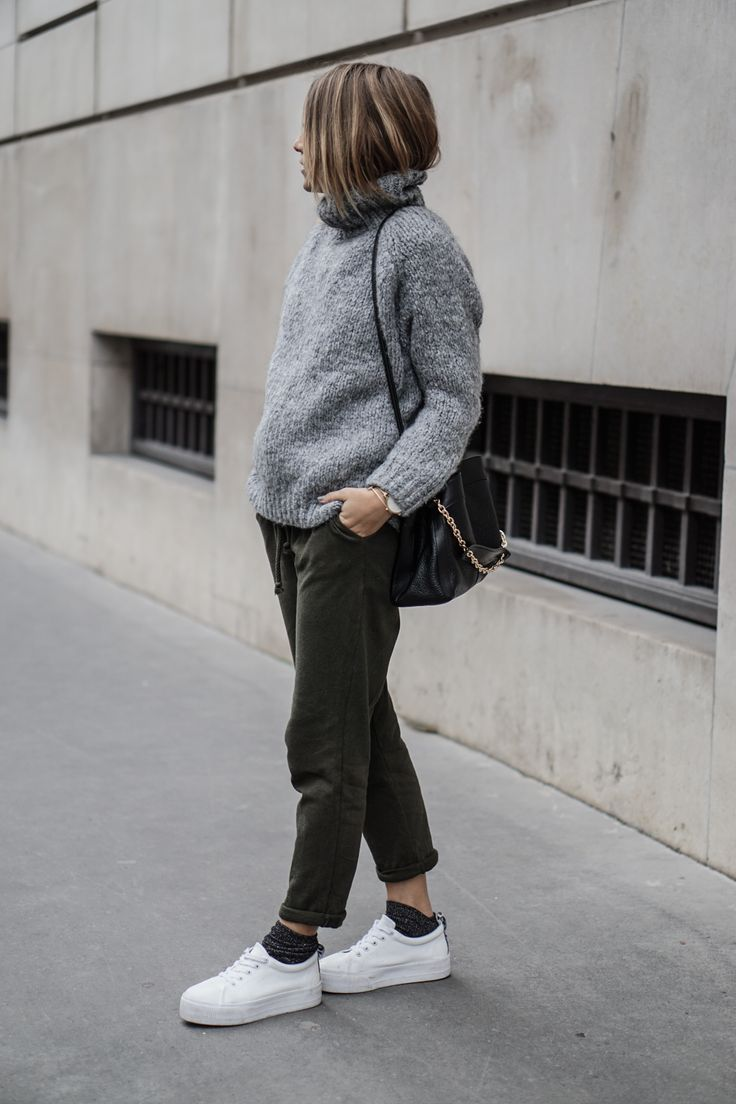 Pull Zara – Jogging Zara – Chaussettes Minelli – Chaussures Asos – Sac Beki See By Chloe – Montre Klarf – Bracelet & Other Stories