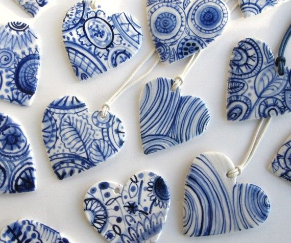 Porzellanherzen in Blau/ Weiß- klappt bestimmt auch mit Canes oder eingefärbtem, flüssigem FIMO