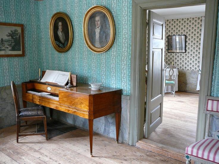 Näkymä förmaakista rouvan kamariin Lääninkivalteri Aschanin talossa. / A view from the drawing-room to the mistress' room in Aschan House, Heinola, Finland.
