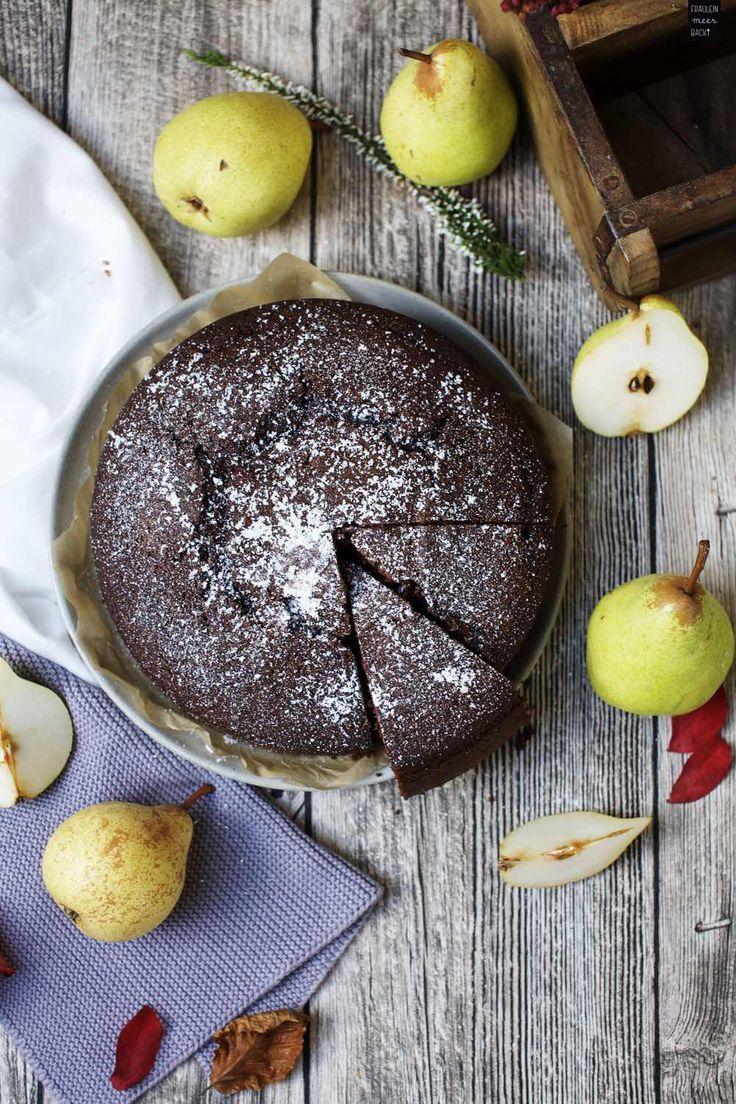 Lockerer und saftiger Schokoladen-Kuchen mit Birnen | Fräulein Meer backt