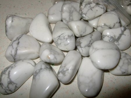 Howlite: Decreases an overly critical state of mind, selfishness, stress, pain, and rudeness. It increases subt… | I love collecting there so beautiful | Pinte…