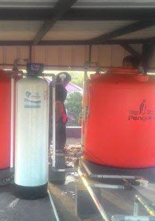 Filter Air Vittera FR12 sudah terpasang dengan rapih di perumahan PIK - Komplek Garden Island di rumah bapak Santo. Permasalahan air yang di alami yaitu airnya berwarna kuning dan agak berbau, ia menggunakan air WTP setempat.