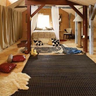 W sypialni urządzono nie tylko miejsce do spania, ale także miejsce do wypoczynku.