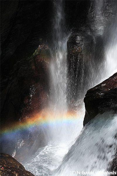 <高知・仁淀川 見所> 水しぶきで虹