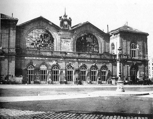 La gare Montparnasse, ravagée, après la Commune de Paris © Charles Marville