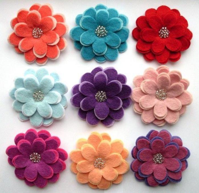 fleurs en feutrine, fleurs multicolores