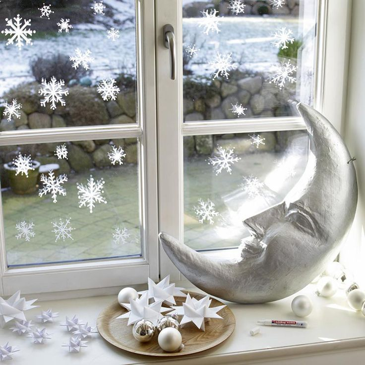 flocons de neige dessinés aux fenêtre noel