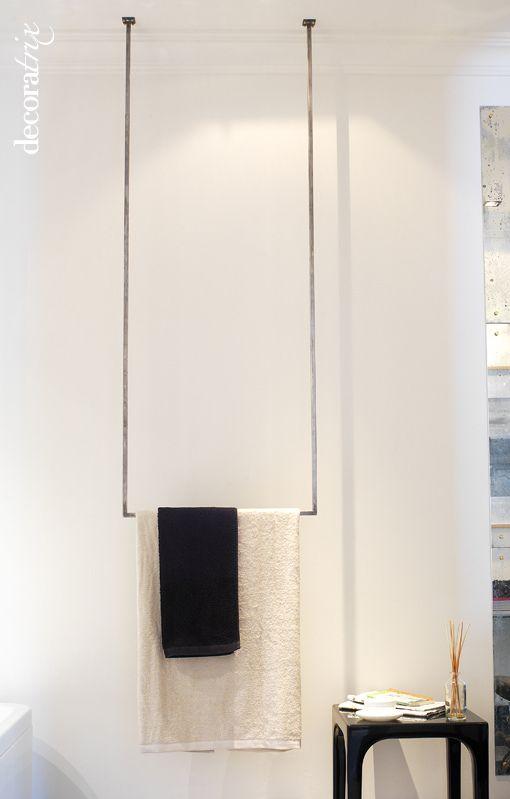 https://flic.kr/p/bw8XAn | Toallero original | Este original toallero que cuelga del techo, como si de un columpio se tratara, pertenece a un ideado por el interiorista Benjamín Argudo para Casa Decor. Su reinterpretación de un baño antiguo con aire art decó, pero sin renunciar a un planteamiento moderno, dio como resultado un espacio sofisticado y elegante. Foto Decoratrix