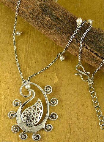 Stylized paisley pendant – Lai