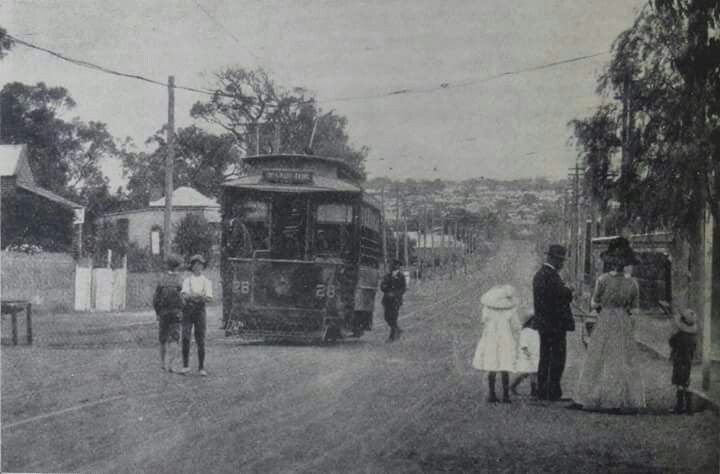 Looking down Oxford St (towards Leederville) in Perth in 1913.