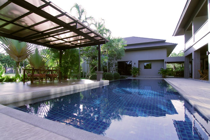 The 6 bedroom residential recording studio has a private swimming pool, bar, gym, massage room and gardens.