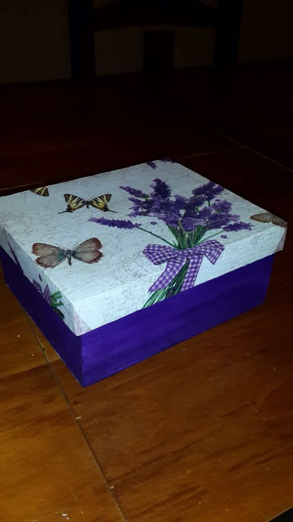 Caja de té lavanda pintada y decoupage
