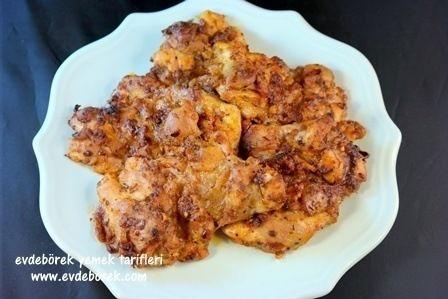 Baharatlı Tavuk Tarifi  Tavuğa nefis lezzetler katan baharatlar ile hazırladığımız tarifimizi paylaşıyoruz bu gün sizlerle. Evdeborek yemek tarifleri olarak afiyet dileriz.   http://www.evdeborek.com/baharatli-tavuk-tarifi/1058/