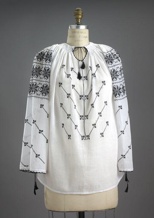 I have to make some like this. I love Elizabethan blackwork