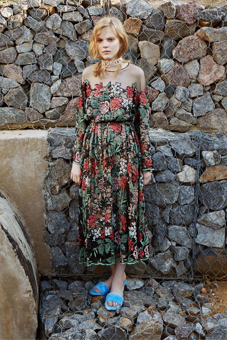 Alena Akhmadullina Resort 2017 Collection Photos - Vogue