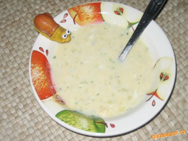 Oloupané brambory nakrájíme na kousky a uvaříme s kmínem a trošičkou soli do měkka. Brambory rozmačk...
