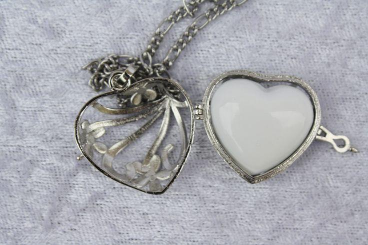 Ketten kurz - Kette Herz Anhänger Klangkugel silber weiß  - ein Designerstück von trixies-zauberhafte-Welten bei DaWanda