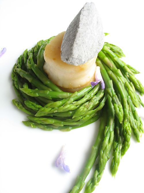 Black Sesame Scallop Asparagus by playingwithfireandwater which consistently shares the most gorgeous and other worldly food! #Asparagus #playingwithfireandwater