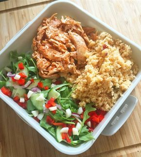 As you might know, one of the key factors to success on Slimming World is preparation. I don't know about you, but preparing lunch for work is my least favourite job. That's why we've come up with The Easy Guide To Slimming World Packed Lunches! I've already made the dinner, washed the dishes, had an…