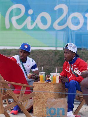 Les membres de l'équipe olympique de Cuba, au restaurant Mc Donald's du village olympique de Rio, le 2 août 2016.