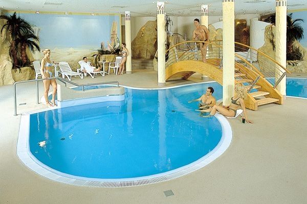 Schwimmbad / Pool | H+ Hotel Magdeburg