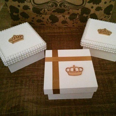 Lindas caixas para os pargens do casamento de @rayanneefabio , muitoooo obrigada por toda confiança depositada em meu trabalho.. #Caixaspersonalizada #caixasemmdf #pargens #superlindas #detalhesdeperolas #delicadas