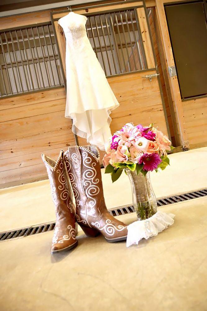 Romantic Country Wedding In 18 Stunning Shots ❤ See more: http://www.weddingforward.com/country-wedding/ #weddings #rustic #photo