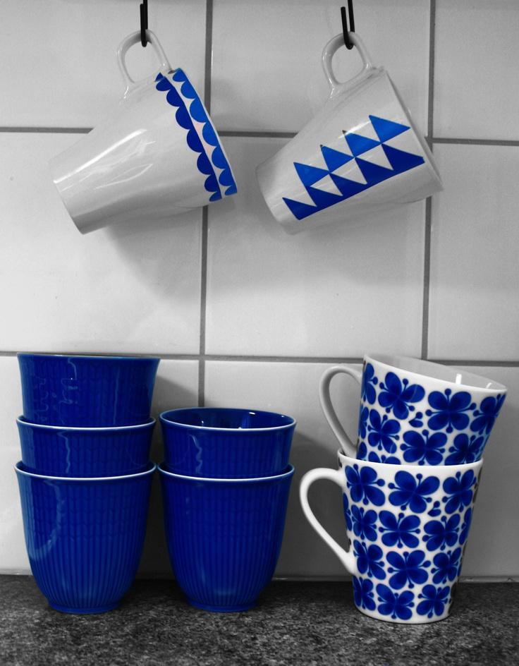 Pysslade ihop två muggar med hjälp av color dekor, från JiToreli.se .   De passar bra ihop med blåa muggar från swedish grace och mon ami. #diy #jitoreli.se #colordecor