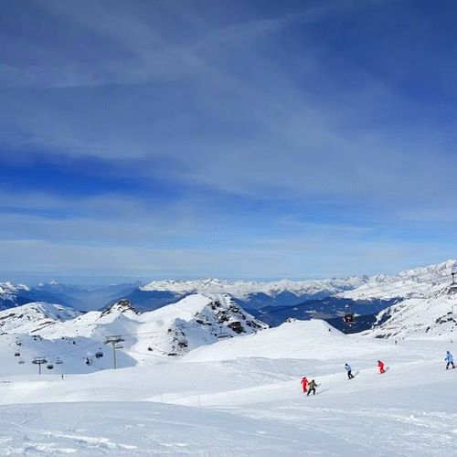 En direct du #blog #Belambra {lien dans le profil} : Située au coeur du plus grand domaine skiable du monde #Les3Vallees la station de #ski #LesMenuires est un terrain de jeu idéal des amoureux de glisse et de sensations fortes ! #montagne #France #iger