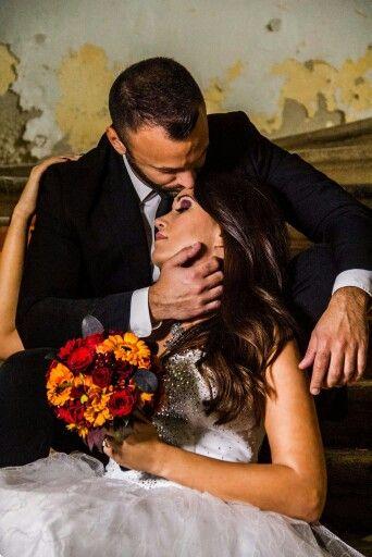 #szerelem #csokor #narancssárga #piros #menyasszonyi #kreatív fotózás #esküvő