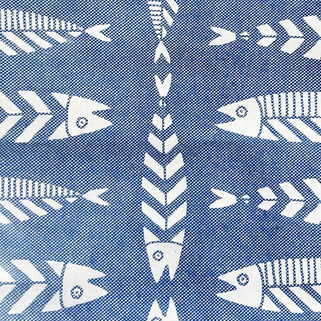 Stripe mornings  #details #fish #stripes #placemat #thebluewhite #blueandwhite #goodmorning #graphic #jean #silkscreen