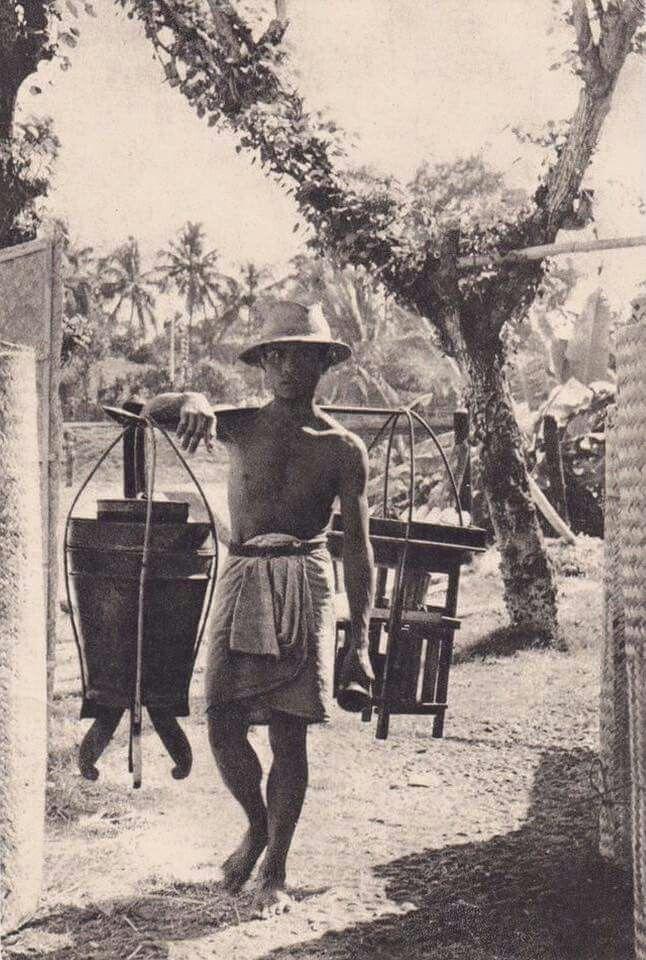 Penjual minuman dingin, Madura 1960an