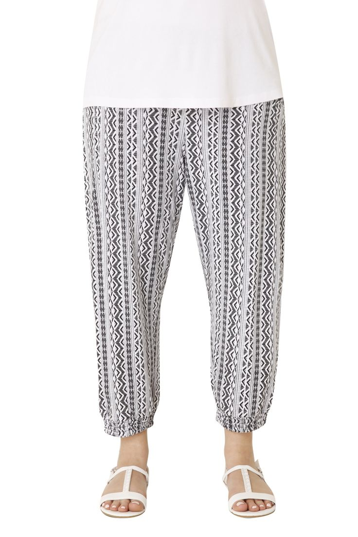 Harem trousers with a modern black & white pattern and elastic waistband. Wear it with a basic top for comfortable casual looks .Available in 2 colours.
