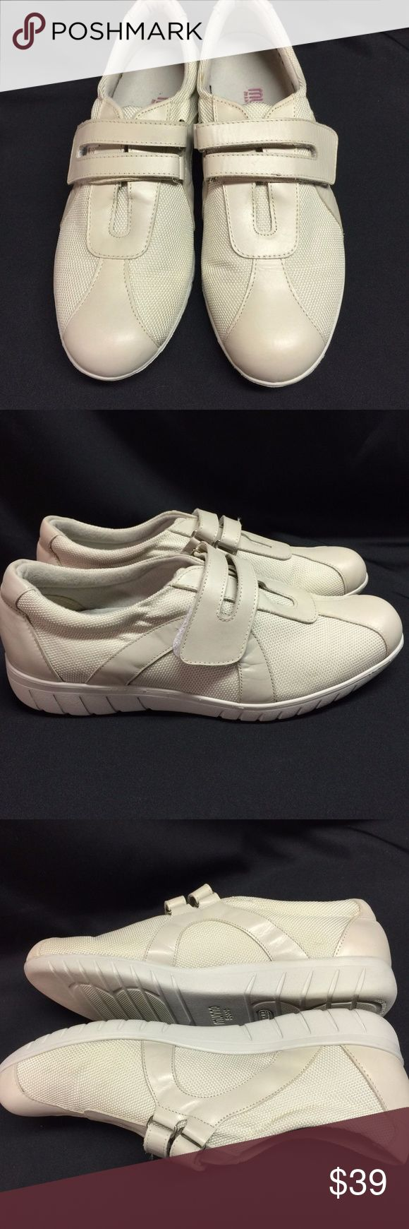 Munro Jewel Sneaker Casual Walking Shoe Sz 9M Munro Jewel Sneaker Casual Walking Shoe Oat Cream  Womens Sz 9M Color is called Oat Cream and is a two toned beige color  Condition:  No major flaws.  Minor signs of normal wear. Please see pics to see if they will work for you! Munro Shoes Sneakers