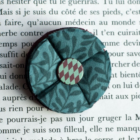 "1.7"" Fabric brooch 'Feuilles d'été' - $13.30  #broche #brooch #tissu #fabric #peachbanana"