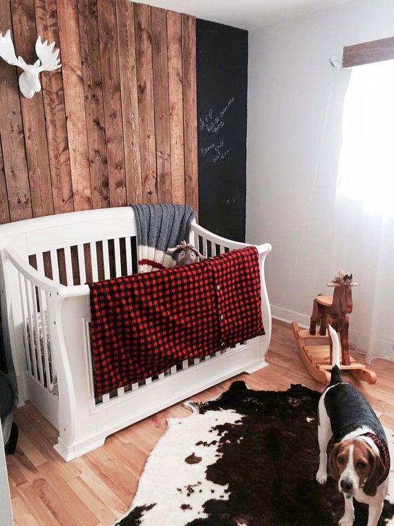 Ensemble literie de bébé style chasseur carreaux rouges et chevreuils