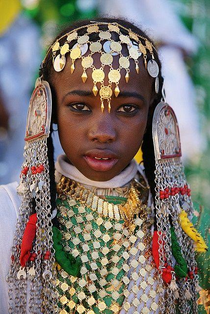Libyan girl, Libya, Africa. (source)