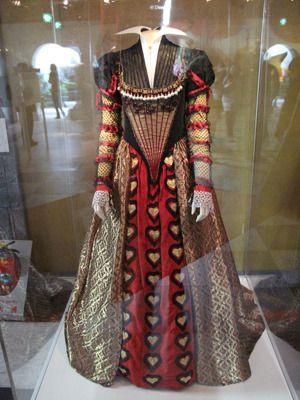 赤の女王(ヘレナ・ボナム=カーター)の衣裳 photo:Yoko Saito