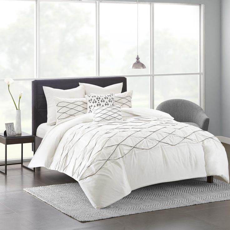 Urban Habitat Bellina 7-piece Full/ Queen Size Comforter Set in