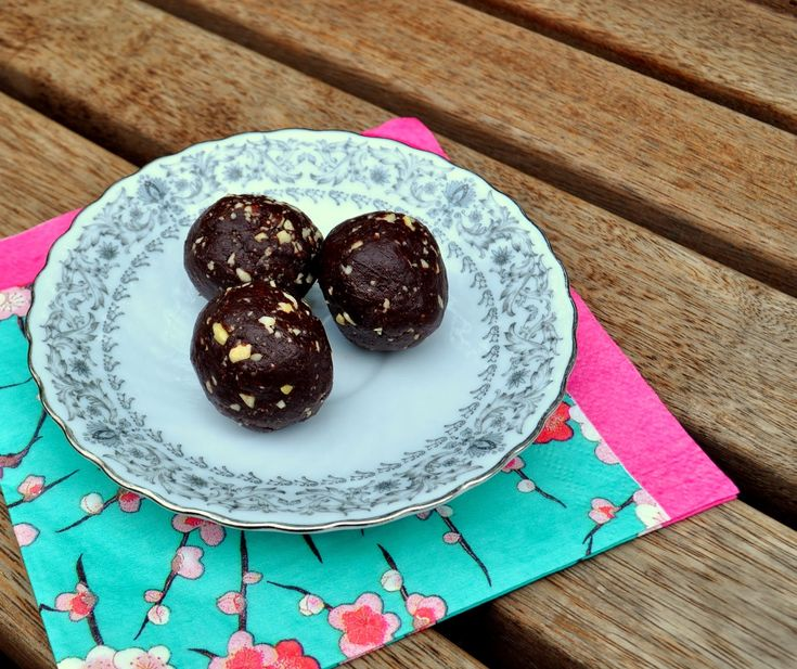 Dark 'Nutella' Bliss Balls (Thermomix and food processor methods in blog post)