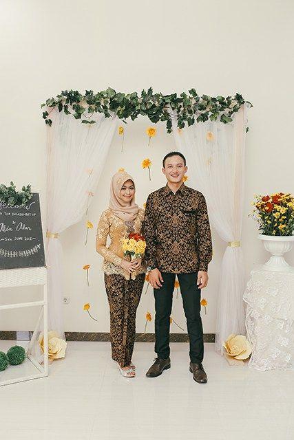 Lamaran Alda dan Alan dengan Sentuhan Warna Kuning dan Emas - Engagement of Alda